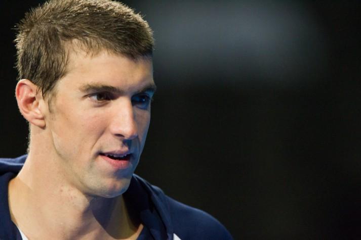Michael Phelps volta a treinar e pode competir no Rio-2016