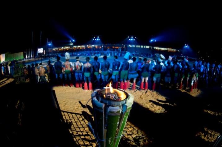 Pira do fogo Sagrado é acesa na cerimônia de abertura dos Jogos Mundiais dos Povos Indígenas