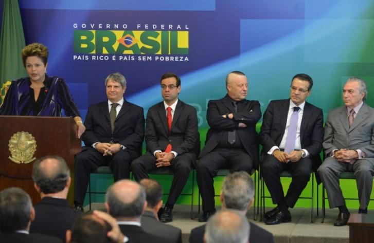 Dilma dá posse a novos ministros