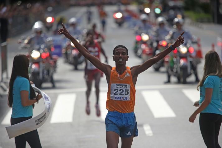 Dawit Admasu vence a São Silvestre de 2014