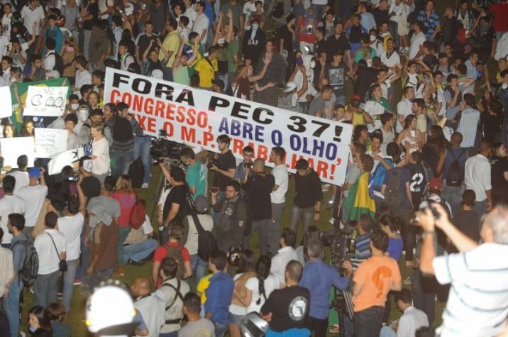 Manifestantes protestam contra os gastos públicos na Copa das Confederações, mais verbas em educação e saúde e contra a PEC 37_20130620_Valter Campanato_ABr _1
