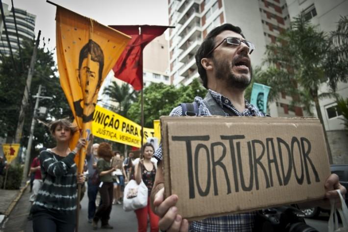 Protesto contra ex-militares e policiais acusados de participação na ditadura militar