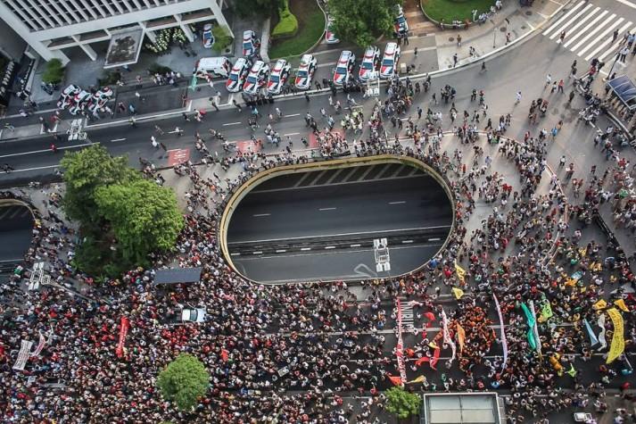Protesto contra aumento de tarifa de ônibus em São Paulo
