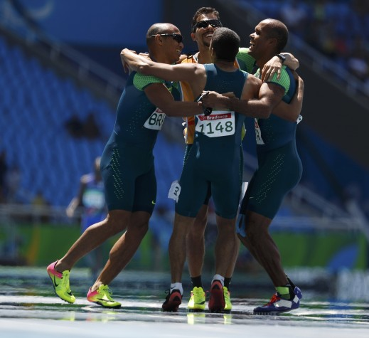 Diogo Ualisson, Gustavo Araújo, Daniel Mendes e Felipe Gomes levaram o ouro no revezamento 4x100m T11-T13