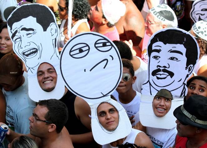 Foliões vestidos de memes no Cordão da Bola Preta 5e0e08a4216