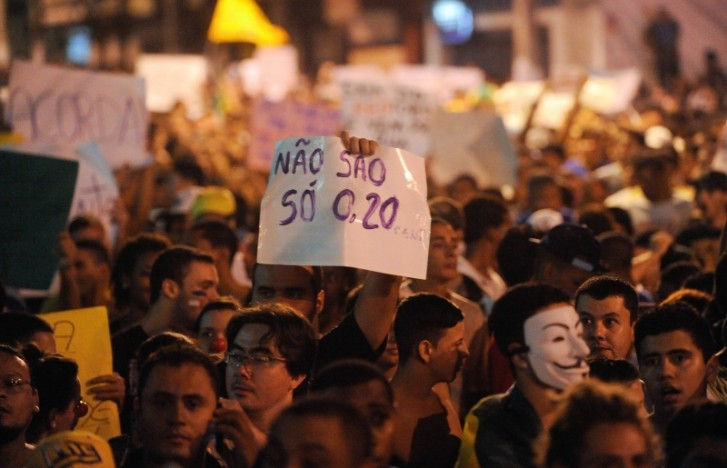 Manifestação em São Gonçalo pede redução da passagem, ensino de qualidade e investimento em saúde