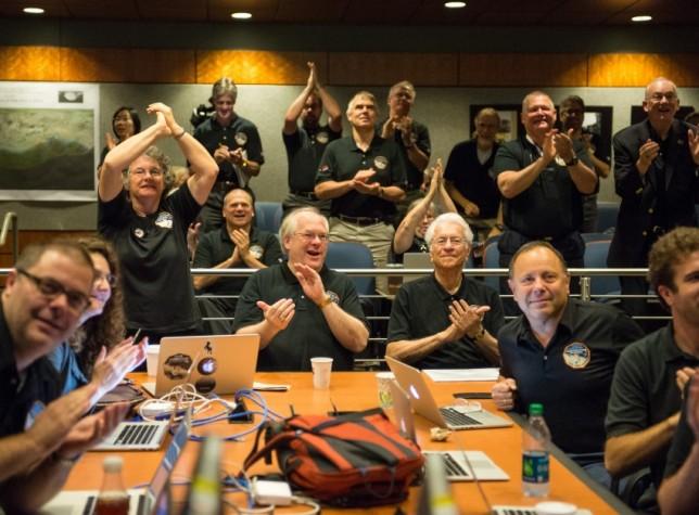 Cientistas da Nasa comemoram aproximação máxima da Sonda New Horizons de Plutão