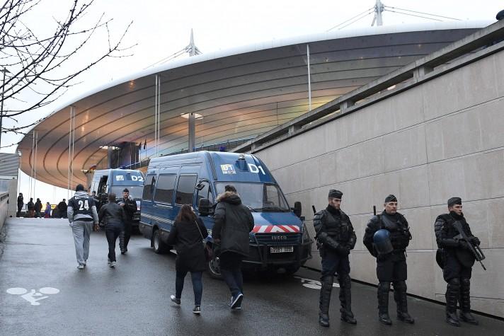 Seguranças no Stade de France