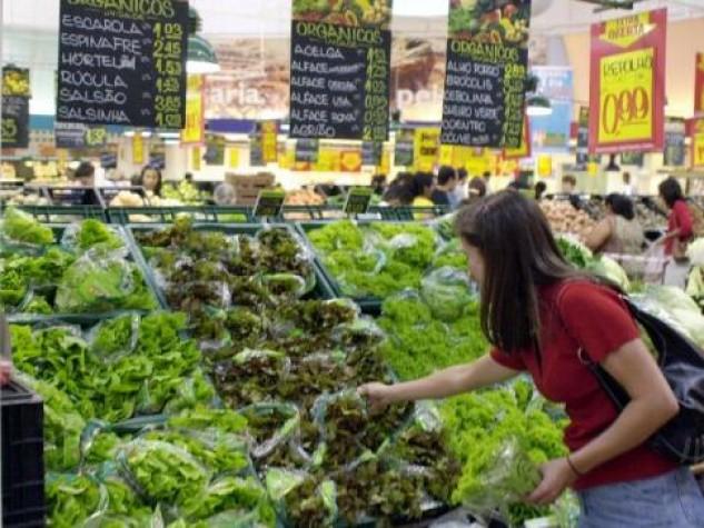 Imagem - Consumidor cortou gastos nos supermercados em 2011