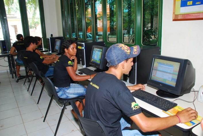 Falta de Tecnologia nas Escolas ainda dificulta aprendizado