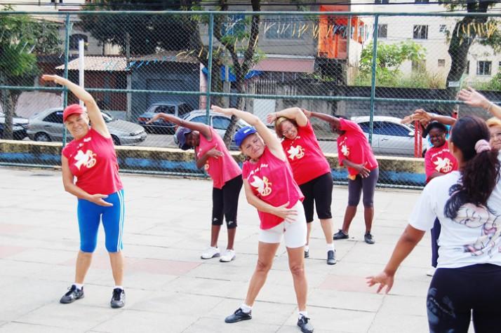 Terceira idade em atividade física no Rio