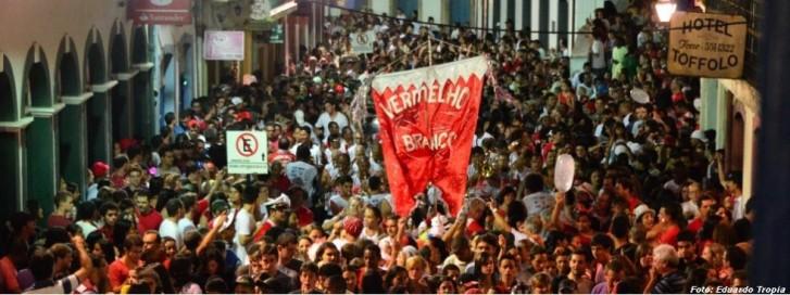 Bloco Vermelho e Branco em Ouro Preto (MG)