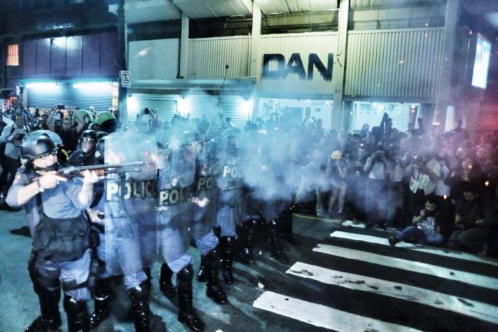 Tropa de Choque dispara contra manifestantes em São Paulo na Av. Consolação