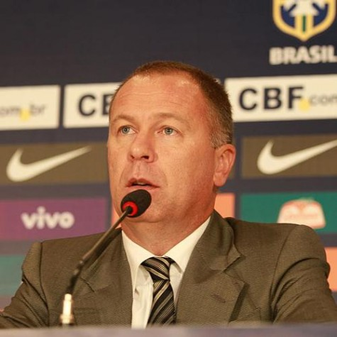 Mano Menezes deixa comando da seleção brasileira