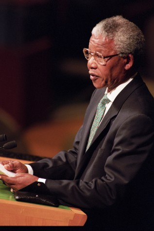 Nelson Mandela defende fim do Apartheid