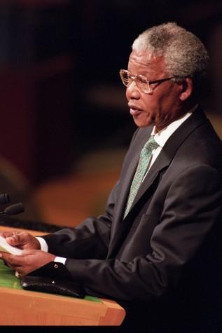 Nelson Mandela defende fim do Apartheid
