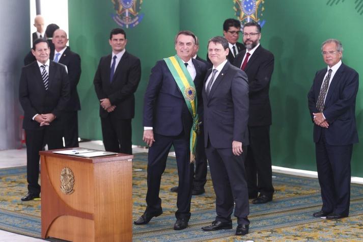 O presidente Jair Bolsonaro empossa o ministro da Infraestrutura, Tarcísio Gomes de Freitas
