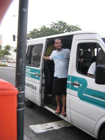 Imagem - Motoristas de vans fazem manifestação no Rio